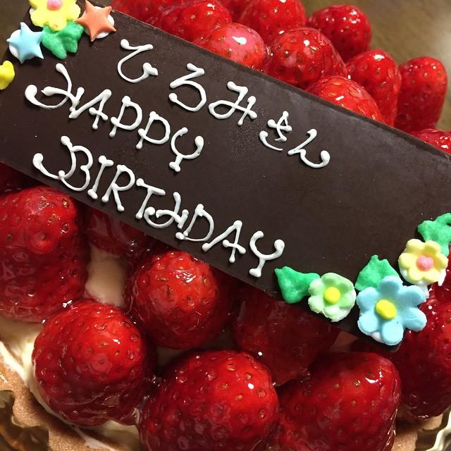 娘の誕生日ケーキに引き続きわたしのケーキもイチゴタルトになりました♡
