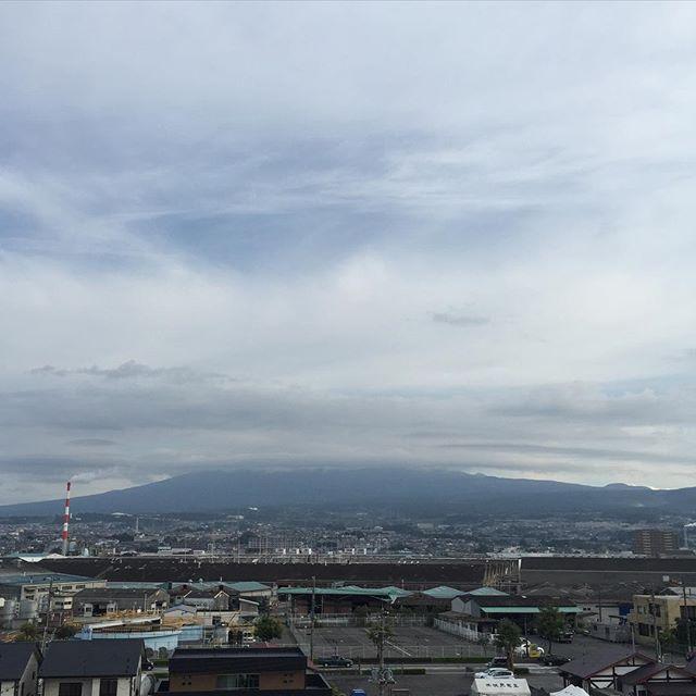 【見るとブロック解除されるLIVE富士山】雲の帽子を目深にかぶった今朝の富士山と共に、おはようございます!片手に触れるだけで3分で1個、心のブロック解除マインドブロックバスター勝亦裕美(かつまたひろみ)です。  10月ですね。2015年もあと3ヶ月です。今日も頑張りましょう!あなたが今日も笑顔で暮らせる一日になります!http://s.ameblo.jp/smilyhiro/entry-12079194088.html