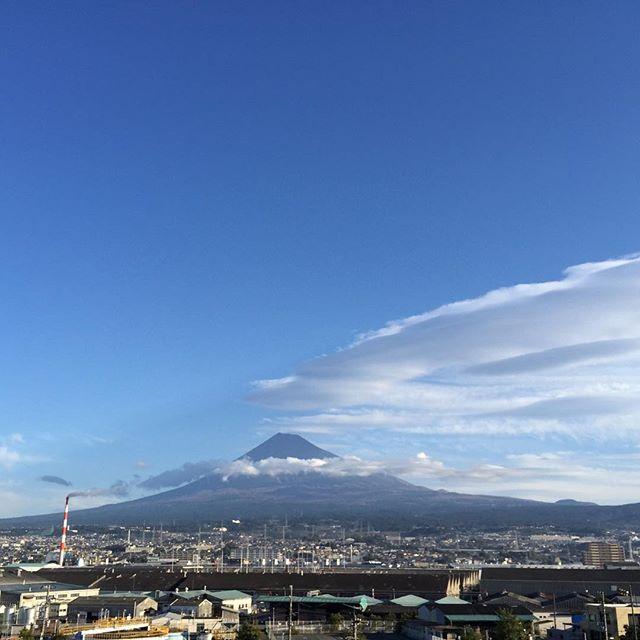 【見るとブロック解除されるLIVE富士山】おはようございます!やってしまいました 「ありがとう」を100回言うからスタート今日も、あなたに「いいね!」がいっぱい、笑顔で暮らせる一日になります!#見るだけでブロック解除 #富士山 #ありがとうの奇跡