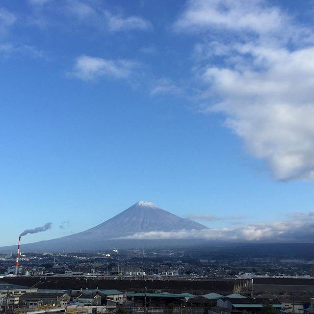 【見るとブロック解除されるLIVE富士山】おはようございます!何はなくとも「目的」だけは持つそれが楽しい毎日になる秘訣です 「ありがとう」を100回言うからスタート今日も、あなたに「いいね!」がいっぱい、笑顔で暮らせる一日になります!#見るだけでブロック解除 #富士山 #ありがとうの奇跡