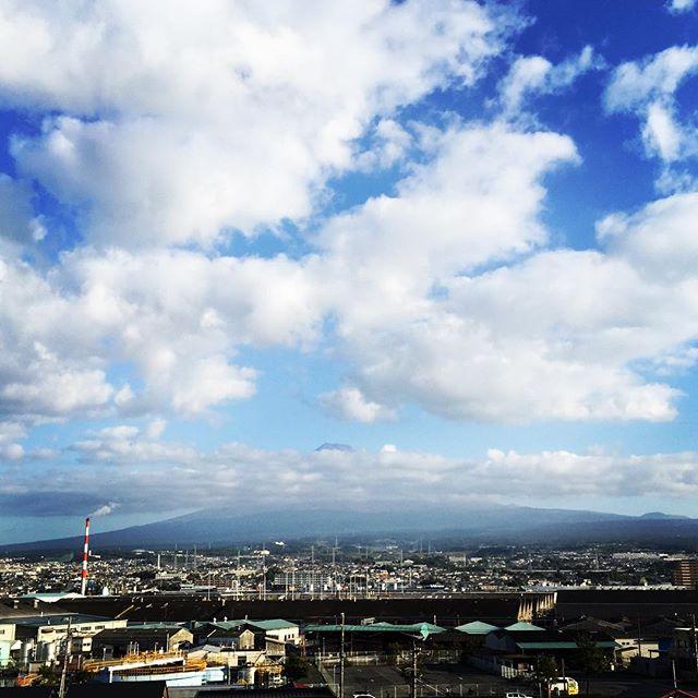【見るとブロック解除されるLIVE富士山】おはようございます! 「ありがとう」を100回言いました今日も、あなたに「いいね!」がいっぱい、笑顔で暮らせる一日になります!#ありがとうの奇跡  #富士山  #見るだけでブロック解除
