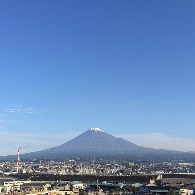 【見るとブロック解除されるLIVE富士山】と共におはようございます!今日も、あなたに「いいね!」がいっぱい、しあわせに暮らせる一日になります!#富士山 #見るだけでブロック解除
