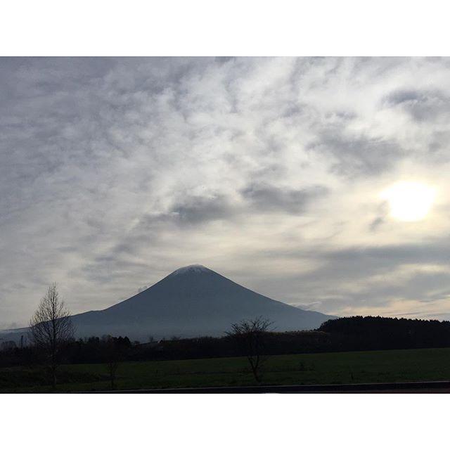 【見ると心のブロックが解除されるLIVE富士山】今朝は富士宮、朝霧からの富士山と共におはようございます!今日はお出かけです!今日も、あなたに「いいね!」がいっぱい、しあわせに暮らせる一日になります!