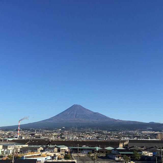 【見るとブロック解除されるLIVE富士山】と共に、おはようございます!今日も、あなたに「いいね!」がいっぱい、笑顔で暮らせる一日になります!#富士山 #見るだけでブロック解除 #あなたがいてくれて私は幸せです