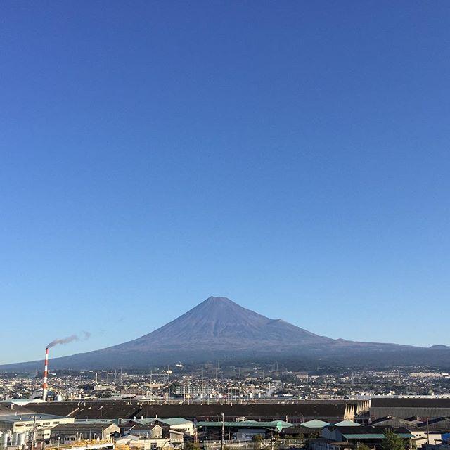 【見るとブロック解除されるLIVE富士山】と共に、おはようございます!うれしい!楽しい!大好き!なものは何ですか?今日も、あなたに「いいね!」がいっぱい、笑顔で暮らせる一日になります!#見るだけでブロック解除 #富士山