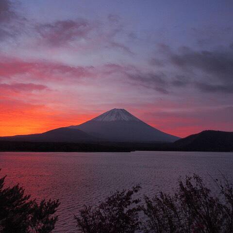 【見るとブロック解除される富士山】今朝はLIVEは見えません、雨の静岡県富士市から、おはようございます!心に雨が降って寒い…傘を差しかけてくれる人に連絡して心はあったかく今日も、あなたに「いいね!」がいっぱい、笑顔で暮らせる一日になります!#富士山 #見るだけでブロック解除